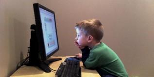 इंटरनेटशी मुलांची ओळख – फायदा की तोटा ?