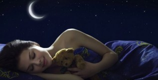 झोपेच्या सवयीवर चंद्राचा परिणाम