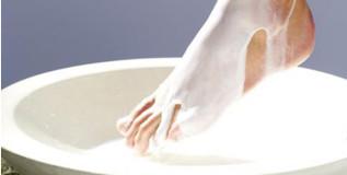 सुजलेल्या पायांवर पाच उपाय