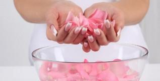 गुलाबपाण्याचे काही उपयोग