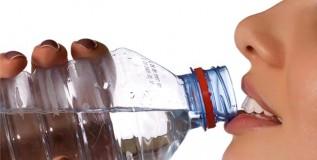 पाणी पिण्यापूर्वी या गोष्टींकडे अवश्य लक्ष द्या