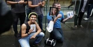 अॅपल आय ६ एस खरेदीच्या लाईनीत रोबो