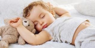 चांगल्या स्मरणशक्तीसाठी ८ तास झोप आवश्यक