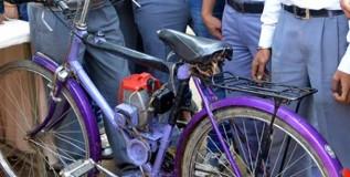 विद्यार्थ्यांनी बनवली १ लिटर पेट्रोलमध्ये २०० किमी धावणारी सायकल