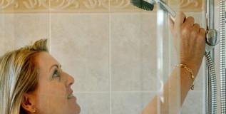 रोज आंघोळ करणे अनावश्यकच नव्हे; तर घातकही