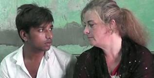२३ वर्षीय भारतीयाच्या प्रेमात पडली ४१ वर्षीय अमेरिकेन महिला