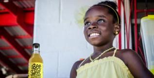 ११ वर्षीय चिमुकलीने 'लिंबू-पाणी' विकून कमावले तब्बल ७० कोटी