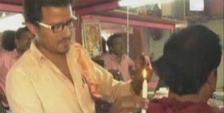 मेणबत्तीच्या आसेने हा अवलिया कापतो ग्राहकांचे केस!