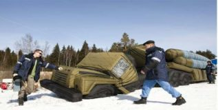 शत्रूला चकविण्यासाठी रशियाकडून बनावट शस्त्रे, वाहनांचा वापर