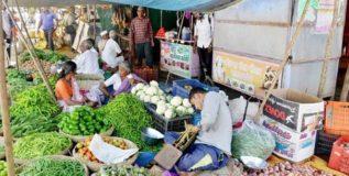 शेतकऱ्यांची कॅशलेस व्यवहारामुळे होत आहे गैरसोय