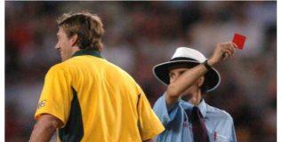 क्रिकेटमध्येही दाखविले जाणार रेड कार्ड