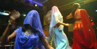 बारमधील नृत्य हे अश्लिलतेकडे झुकणारे असते – राज्य सरकार