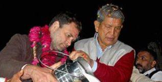 राहुल गांधी, हरीश रावत यांच्याविरोधात गुन्हा दाखल