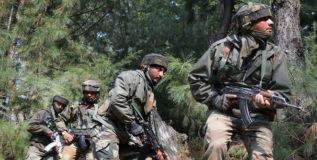 जम्मू-काश्मीरमध्ये तीन दहशतवादी ठार, एक जवान शहीद