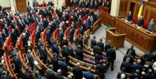 विरोध दर्शविण्यासाठी संसदेत आणून बसवले बाहुले