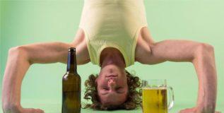 शीर्षासनासह प्या बियर – पाश्चात्य देशांतील नवे फॅड