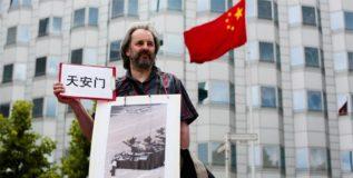 फोटोशॉप अंगाशी – चित्रे ढापल्याबद्दल चीनचा माफीनामा!