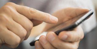 विद्यार्थी म्हणतात – पालकांच्या मोबाईलमुळे आमच्यावर होतो परिणाम