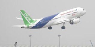 चीनचे पहिले भव्य प्रवासी विमान आकाशात