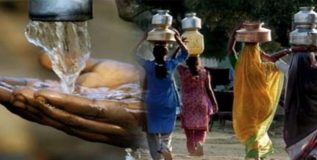 मेळघाटाला रेल्वेने दिला पाणी व अन्नधान्याचा मदतीचा हात