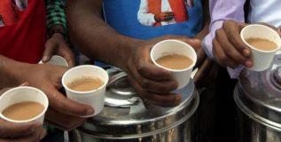 दररोज ३०० गरिबांचे पोट भरतो 'हा' चहावाला