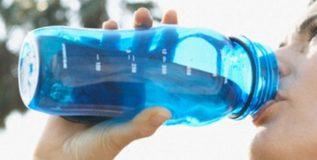 फळांनंतर पाणी पिणे घातक
