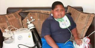 टॉयलेट पेपर खाण्याचा आजार जडला आहे या मुलाला