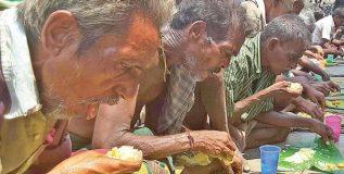 ७० वर्षीय रामू काका दररोज ३०० लोकांना १० रुपयांमध्ये देतात पोटभर जेवण