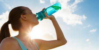 आपल्या शरीरास आवश्यक तेवढे पाणी आपण पीत आहात का?