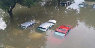 पाण्यामध्ये गाडी बंद पडल्यास घ्या ही खबरदारी