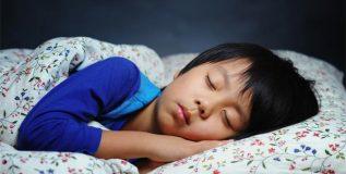 अपुऱ्या झोपेमुळे मुलांमध्ये लट्ठपणा