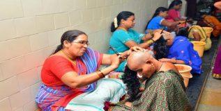 येथे महिला करतात केस कापण्याचे काम