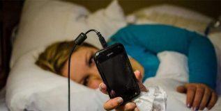 शरीरावर मोबाईल किंवा कॉम्प्युटरच्या सतत वापराने होऊ शकतात का दुष्परिणाम ?