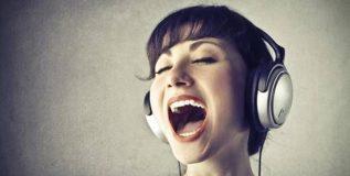 महाग पडू शकते हेडफोन लावून गाणे ऎकणे !