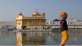 पन्नास हजार लोकांना दररोज जेऊ घालणारा सुवर्ण मंदिराचा 'लंगर'