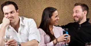 आपल्या जोडीदाराविषयी या गोष्टींबद्दल मित्रपरिवारात चर्चा करणे टाळा