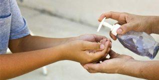 लहान मुलांसाठी हँड सॅनिटायझर कितपत आवश्यक?