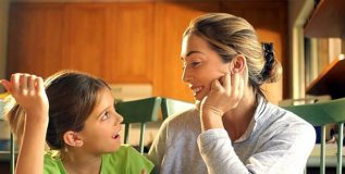 आपल्या मुलांशी संवाद साधताना…