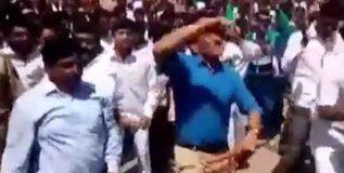 गिरीश महाजनांनी डॉ. आंबेडकर जयंती मिरवणुकीत धरला लेझीमच्या तालावर ठेका