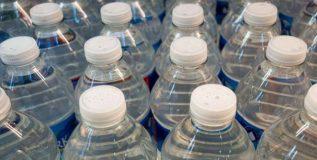 प्लॅस्टिक बंदीतून पाण्याच्या बाटल्यांना सरकारने वगळले