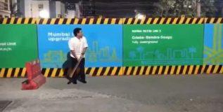 …अन् क्रिकेटच्या देवाने रस्त्यावर मांडला डाव; पहा व्हिडीओ