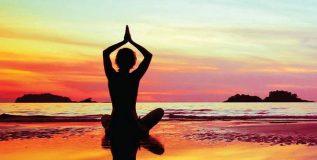 शाळेत योगाच्या वर्गांमुळे विद्यार्थ्यांना ताण व चिंतेशी लढण्यास मदत
