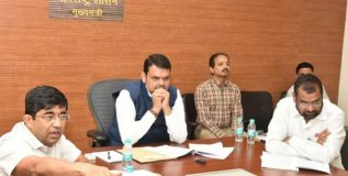 शेतकऱ्यांच्या खात्यात ७ जूनपूर्वी जमा करा पीक विम्याची रक्कम : मुख्यमंत्री