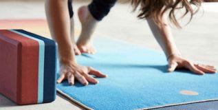योगासाठी कशा प्रकारची 'मॅट' वापरणे चांगले?