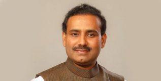 राजेश टोपे यांनी चक्क चिमुकलीच्या मृतदेहासोबतचे फोटो केले शेअर