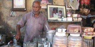 'हा' चहावाला चहा विकून चालवतो तब्बल ७० मुलांची शाळा