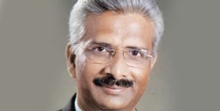 महाराष्ट्राचे महाधिवक्ता आशुतोष कुंभकोणींना राज्यमंत्रीपदाचा दर्जा