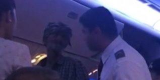 चक्क विमानात शिरला भिकारी; व्हिडीओ व्हायरल