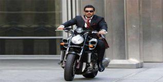 भारतात फक्त जॉन अब्राहमकडे आहे यामाहाची पॉवरफुल बाईक
