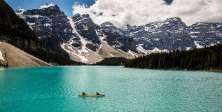 कॅनडातील सुंदर सरोवर मोरेन लेक